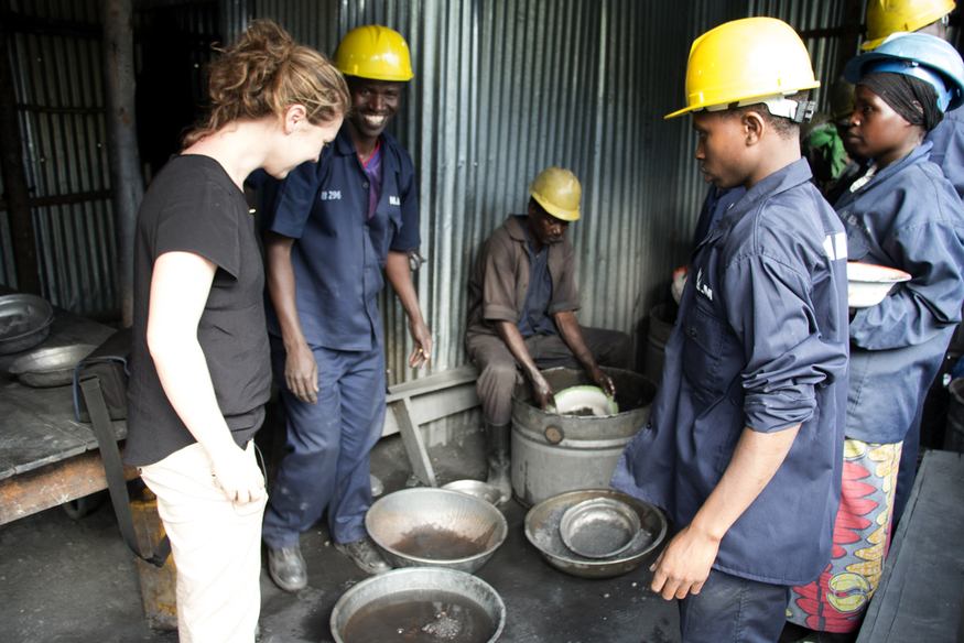 A Fairphone employee meeting tungsten miners at the New Bugurama Mining Company in Rwanda. (Photo: Fairphone CC BY-SA 2.0)